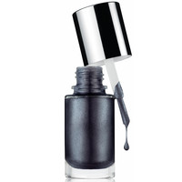A Different Nail Enamel for Sensitive, Made of Steel - Clinique