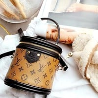 LV 2019 new single shoulder slung portable old flower handbag