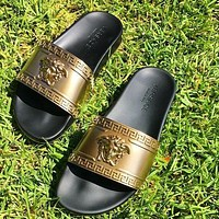 Versace Fashion Men's and Ladies Shoes Slippers Personalized Sandals