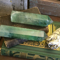 Crystal Wand / Fluorite Point / Standing Fluorite Crystal Wand / Healing Crystals /  Mineral Specimen / Meditation