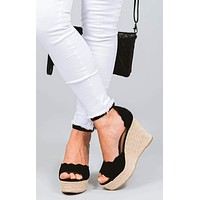Janna Scalloped Wedges
