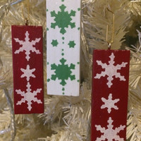 Hanging Christmas tree decorations, wooden Christmas ornaments, Nordic snowflake design, Traditional Christmas colours