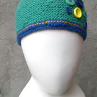 Round green hat with buttons