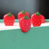 berry cute strawberry paper clips