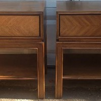 Vintage Pair of Thomasville End Tables!!