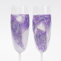 Purple Wedding glasses. Hand painted Champagne glasses. Set of 2 Champagne Flutes. Personalized. Purple wine glasses.