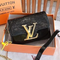 LV Louis Vuitton Fashion Hot Sale Retro Solid Color Water Ripple Shoulder Bag Gold Buckle Crossbody Bag