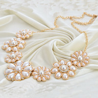 2016 New Fashion Simulated-pearl pendant necklace plated Gold Flower Statement necklace