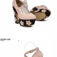 Flower-Detail Platform Pumps