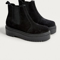 UO Brody Suede Platform Chelsea Boot | Urban Outfitters