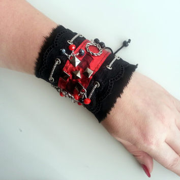 Black  and red lace wrist cuffs. romantic lace cuf.Black lace cuffs.Wrist bracelet.Victorian bracelet.Gothic cuffs,lace wrist cuff,steampunk