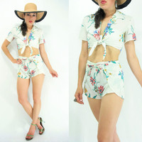 ON SALE.... 80's Vintage MATCHING Set White Hawaiian Floral Print Crop Top + Wrap Shorts Set / 2 Piece Outfit / High Waist shorts