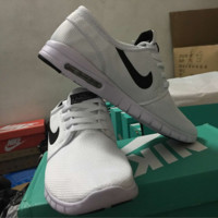 NIKE trend of sports shoes light running shoes White and black