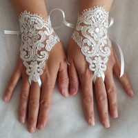 wedding,bridal gloves,ivory  lace,cutom lace style,french lace,Free shipping.