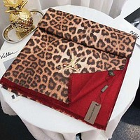 LV Louis Vuitton Autumn And Winter Fashion New Leopard Print Warm Scarf Women