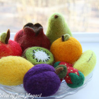 Set of  any 5 needle felted fruit of your choice. Play food. Eco-friendly educational toy. Kitchen decor. Waldorf. 100% wool.