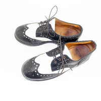 Chunky Black and White John Fluevog Womens size 8 1/2 Oxford wing tip shoes