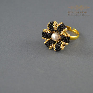 Ring with Swarovski pearl, flower ring, beads ring, size universal, gift for her, flower pearl, beading ring, a large ring