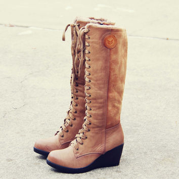 The Chinook Boots in Khaki