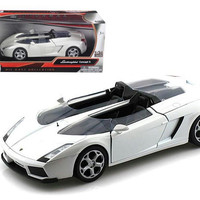 Lamborghini Concept S White 1-24 Diecast Car Model by Motormax