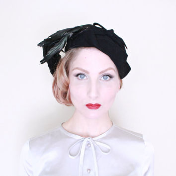 1930s Hat / VINTAGE / 30s Hat / Feathers / Fitted Cap / Bow / DARLING
