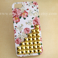 Iphone 5 Case, floral studded iPhone 5 Case golden studs pink Flower Rose white IPHONE 5 Case