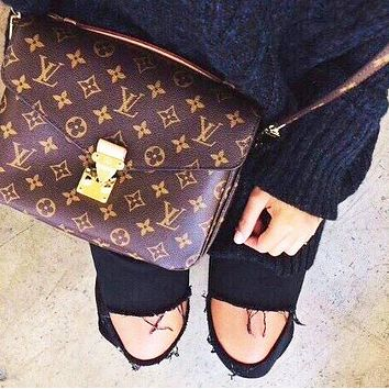 LV Louis vuitton hot - selling fashionable small square bag with printed gold button casual lady postman bag