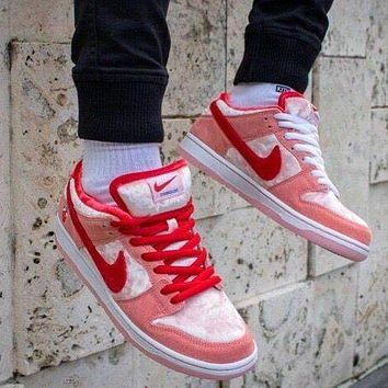 Nike SB Dunk Low x StrangeLove Valentine's Flat Low-Top Sneakers Shoes