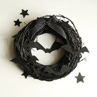Black Halloween wreath  - Fall wreaths for door - Autumn october wooden rustic outdoor decorations - Party decor scary creepy bats