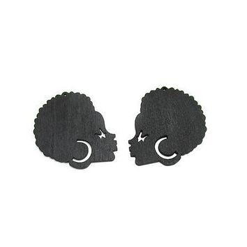 Afro lady wearing earrings | Natural hair earrings | Afrocentric earrings | jewelry | accessories