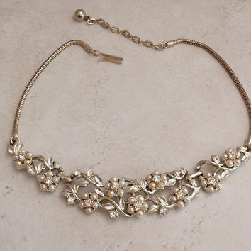 Jewelcraft Pearl Choker Necklace Coro Gold Tone Floral Adjustable Vintage V0751