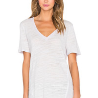 Heather Cotton & Gauze V Neck Tee in Pumice