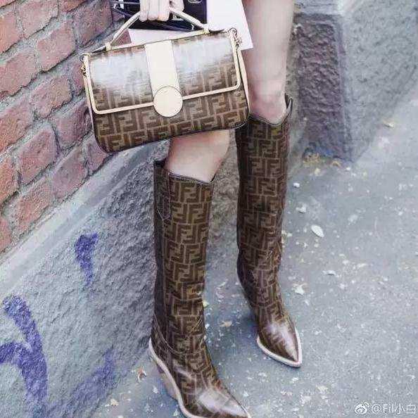 Image of Fendi women Casual Shoes Boots fashionable casual leather