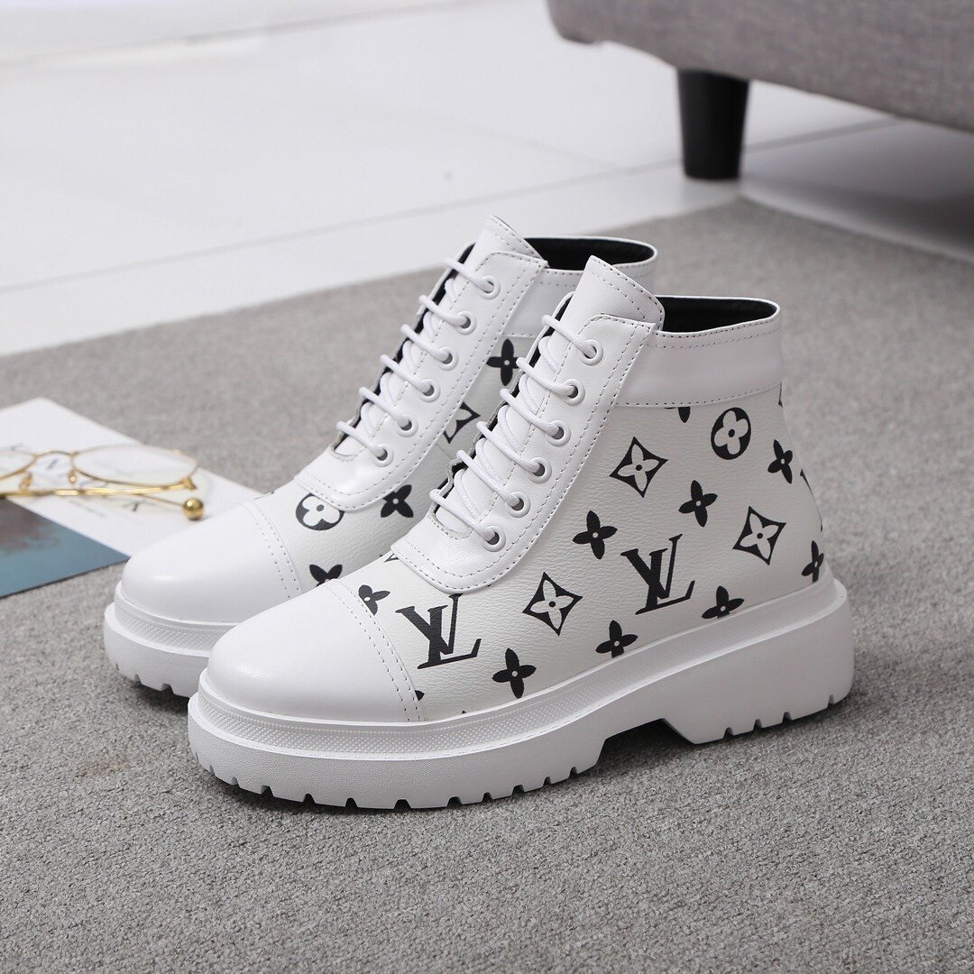 Image of LV Louis Vuitton  Men Fashion Boots fashionable Casual leather Breathable Sneakers Running Shoes 12