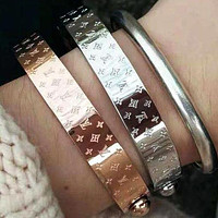 LV Louis Vuitton Classic Letter Engraving Fashion Lady Bracelet 1