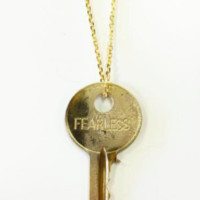 The Giving Keys- Dainty Pendant Gold- FEARLESS