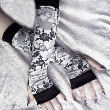Fleur Minuit Arm Warmers - White w/ Grey & Black Roses and Skulls - Yoga Gothic Belly Dance Tribal Vampire Cycling Gypsy Charcoal Silver