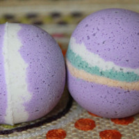 Black Raspberry Vanilla Nourishing Bath Bomb