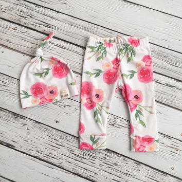 """Leggings & Top Knot Beanie Set """"She's So Lovely"""" Leggings and Beanie - Baby Clothing - Newborn Baby Girl Clothing - Going Home Outfit"""
