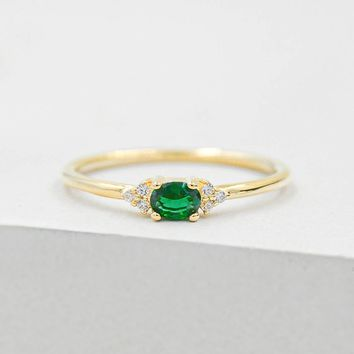 Dainty Oval Ring - Gold + Emerald