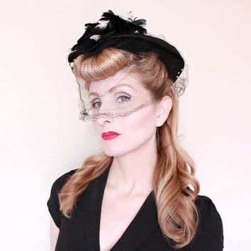 1940s Hat / VINTAGE / 40s Hat / Dimpled Wing brim / Feathers / Veil / WOW