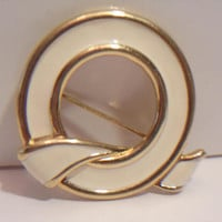 Monet Knot Brooch Pin Beige Enamel Designer Signed Costume Jewelry Fashion Accessories For Her