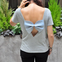 ERINE (back less grey tee-shirt with a light blue big bow)