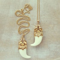 Mughal Elephant Horn Pendant Necklace - Cream White