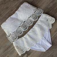 Summer Holiday Style Sexy Lace Bikini 2016 Strapless Wrapped Chest Design For Ladies Swimwear White Color  Bathing Suit