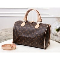 Samplefine2 Louis vuitton sells women's casual shoulder bags with fashionable printed duffel bags #4