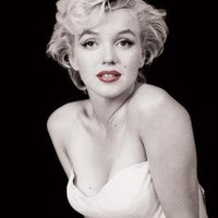 Marilyn Monroe-Red Lips, Movie Poster Print, 24 by 36-Inch
