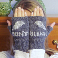 """Doctor Who Weeping Angels """"Don't Blink"""" Fingerless Gloves"""