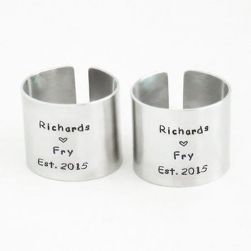 Handmade wedding gifts - Personalized wedding gifts - Customized napkin rings for newlyweds - Names and date napkin rings