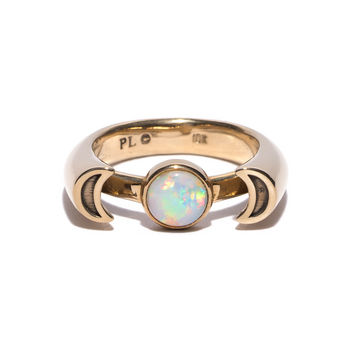 Luna Ring in 10k gold with opal